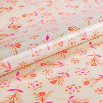 Tissu Petit Pan enduit brillant en coton blanc à motifs coeurs fleuris gitane