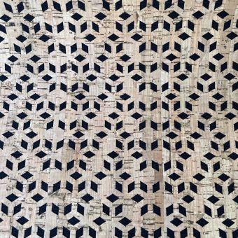 Tissu noir et liège à découpes geometriques