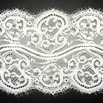 Large ruban dentelle de Calais crème polyamide polyester ajouré fleuri 140mm